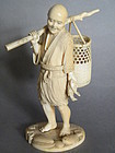 Fine Japanese Carved Ivory Okimono - signed - Meiji period (1868-1911)