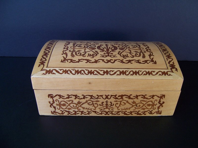 A Mexican Inlaid Wooden Box