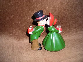 ENESCO KISSING COUPLE