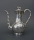 Elegant coffee pot decorated with bamboos, by master Luen Wo. 694g.