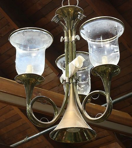 SOLID BRASS HUNTING HORN CHANDELIER 3-ARM BLOWN GLASS HURRICANES