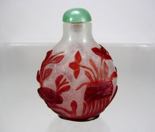Ruby. Red Overlay Glass Snuff Bottle - Aquatic Sea Life