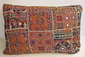 A Sindhi rilhi cushion, mid 20th century