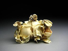 Japanese Antique ROSE Flower Petals Bee Netsuke Okimono Statue Art