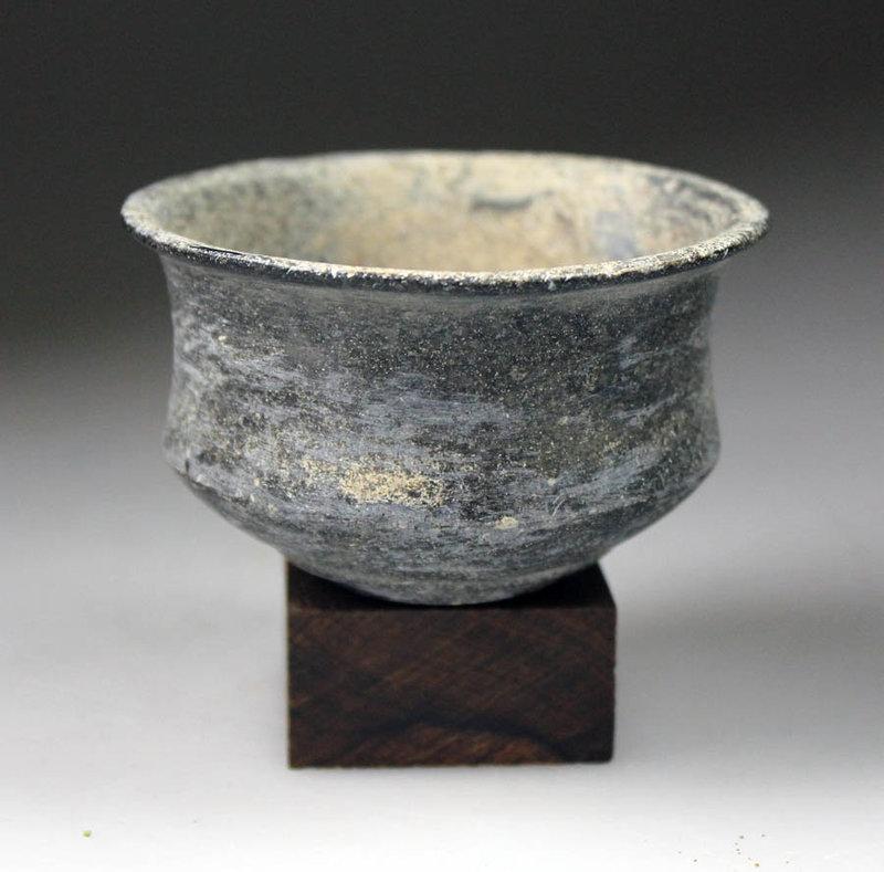Bactria, Choice black Chlorite stone bowl, ca. 2000-1500 BC