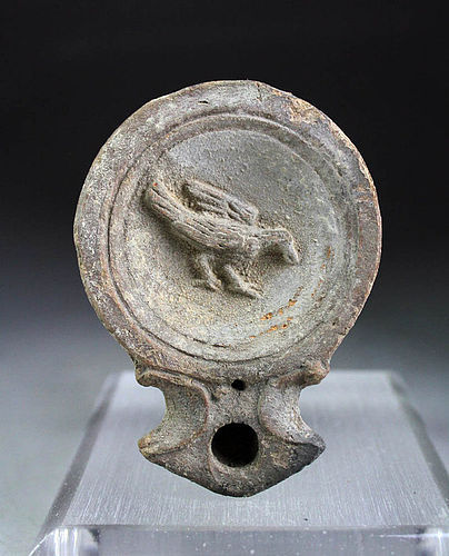 Rare Roman pottery olilamp with Raven, 1st. century AD