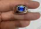 18K. Solid White Gold Ring set w. Genuine Blue Sapphire