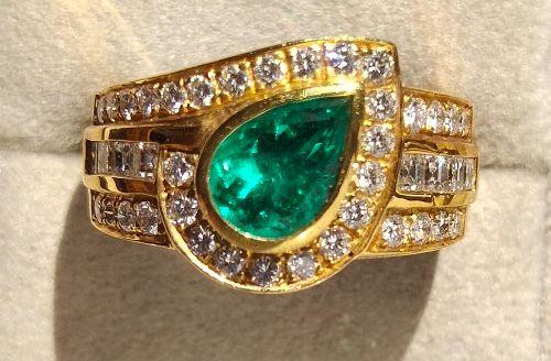 Striking Emerald-Diamond Ring 18K. Solid Gold