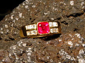 Stunning Genuine Burma Ruby-Diamond Ring 18K. Gold