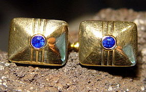 18K. Gold Cufflinks with genuine Blue Ceylon Sapphires