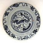 A MING DYNASTY SWATOW BLUE & WHITE DISH