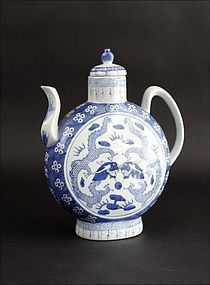CHINESE EWER QIANLONG BLUE & WHITE WITH DRAGONS