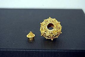 22K. GOLD ANCIENT BAYON KHMER BEAD WITH ONE BUTTON