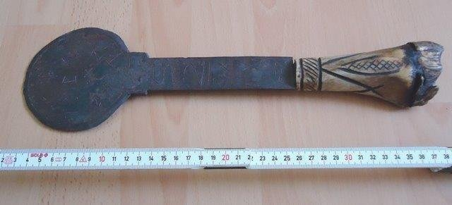 RARE ROUND METAL AFRICAN HATCHET AXE WEAPON WITH CARVED HORN HANDLE