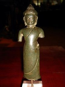 SRIVIJAYA THAI BRONZE STATUETTE OF BUDDHA, 12/13TH CENTURY