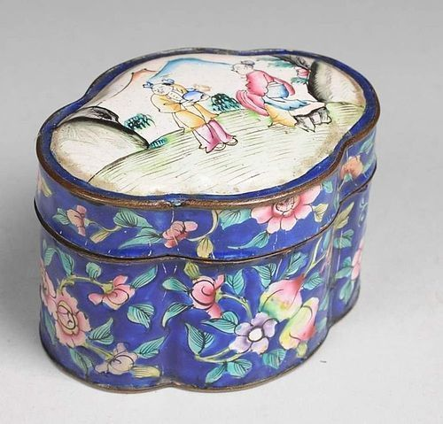 POLYCHROME QING DYNASTY ENAMEL BOX