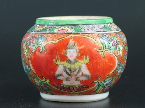 THAI LAINAMTHONG BENJARONG JAR WITH ANGEL FIGURES, 18/19TH CENTURY