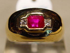 Stunning Burmese Ruby and Diamond Ring Solid 18K.