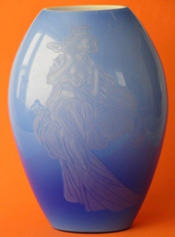 "Fenton Connoisseur Collection Gabrielle 12"" Vase"
