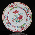 18TH C QIANLONG FAMILLE ROSE FLORAL EXPORT PLATE