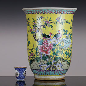 LARGE LATE QING REPUBLIC FAMILLE ROSE YELLOW GROUND JARDINIERE