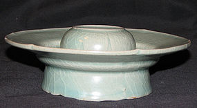 A fine celadon cupstand. Koryo period, 13th century.