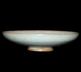 A Jun dish with even sky-blue glaze. Song dynasty.