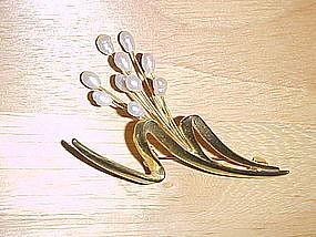 RETRO GOLD TONED BROOCH W/ FRESH WATER PEARLS