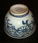 Blue and white yuan style flora pattern cup