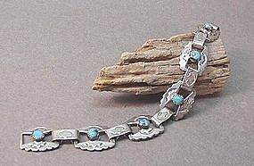 AMERICAN INDIAN SILVER AND TURQUOISE BRACELET