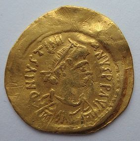 A BYZANTINE GOLD SEMISSIS OF JUSTINIAN I