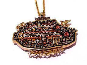 A MICRO MOSAIC OF MADABA MAP JERUSALEM IN 18K GOLD AND DIAMOND PENDANT