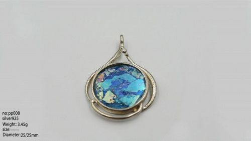 A ROMAN GLASS FRAGMENT SET IN STERLING SILVER PENDANT