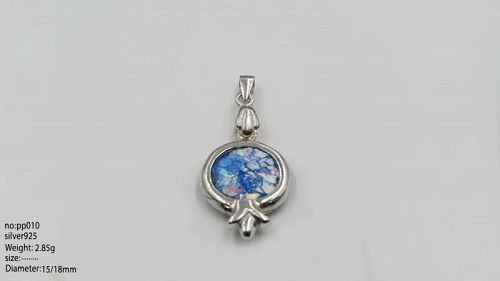 A ROMAN GLASS FRAGMENTS IN SILVER POMEGRANATE PENDANT