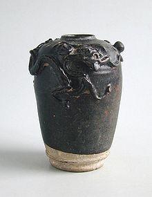 Chinese Song Dynasty Stoneware Dragon Jar