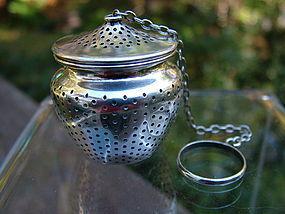 Gorham 'bean pot' tea ball number B4186