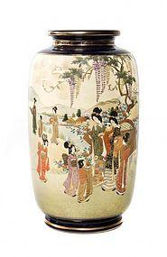 Impressive Japanese Satsuma Porcelain Vase.