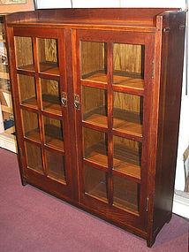 Gustav Stickley oak two door bookcase, Arts & Crafts