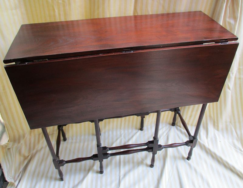 Mahogany English smal spider leg table c. 1800