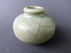 Song-Yuan Longquan Guan glaz. Jar strikingly crackled