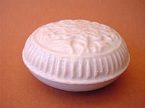 White Yuan Dynasty covered box !