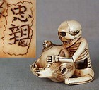 19c netsuke SKELETON cleaning Buddhist gong by TADACHIKA