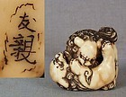 Early 19c netsuke SHISHI fighting by TOMOCHIKA