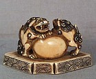 18c netsuke SHISHI with young & ball