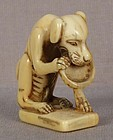 18c netsuke DOG with abalone