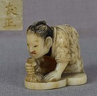 19c netsuke PURIFYING HEART by TOMOMASA