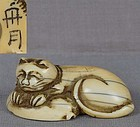 18c netsuke CAT on abalone SHUGETSU
