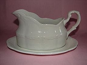 Meakin Sterling Colonial gravy boat and underplate