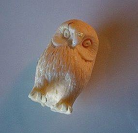 IVORY OWL NETSUKE CA. 1925-1950