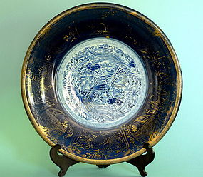 Japanese Gilt Blue and White Charger, 18th/19th Century